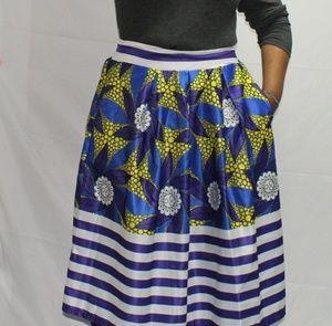 Knee Length Skirt w Pockets